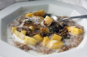 mango-ginger-oats-with-coconut-milk